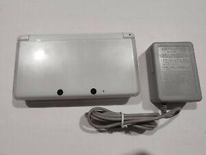 Nintendo original 3DS CTR-001 -  Ice White w/ Charger 4GB SD   No eShop