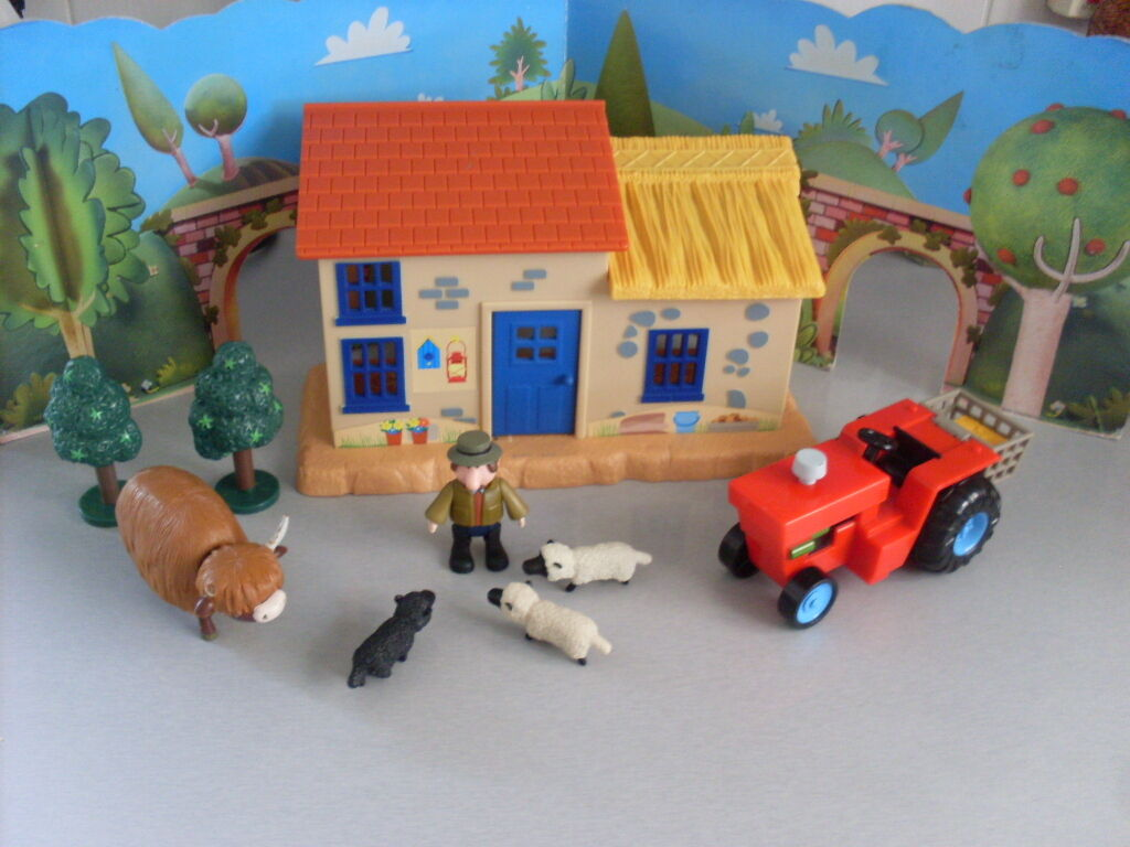 POSTMAN PAT SDS ALF THOMPSON HOUSE BARN WITH TRACTOR AND ANIMALS.