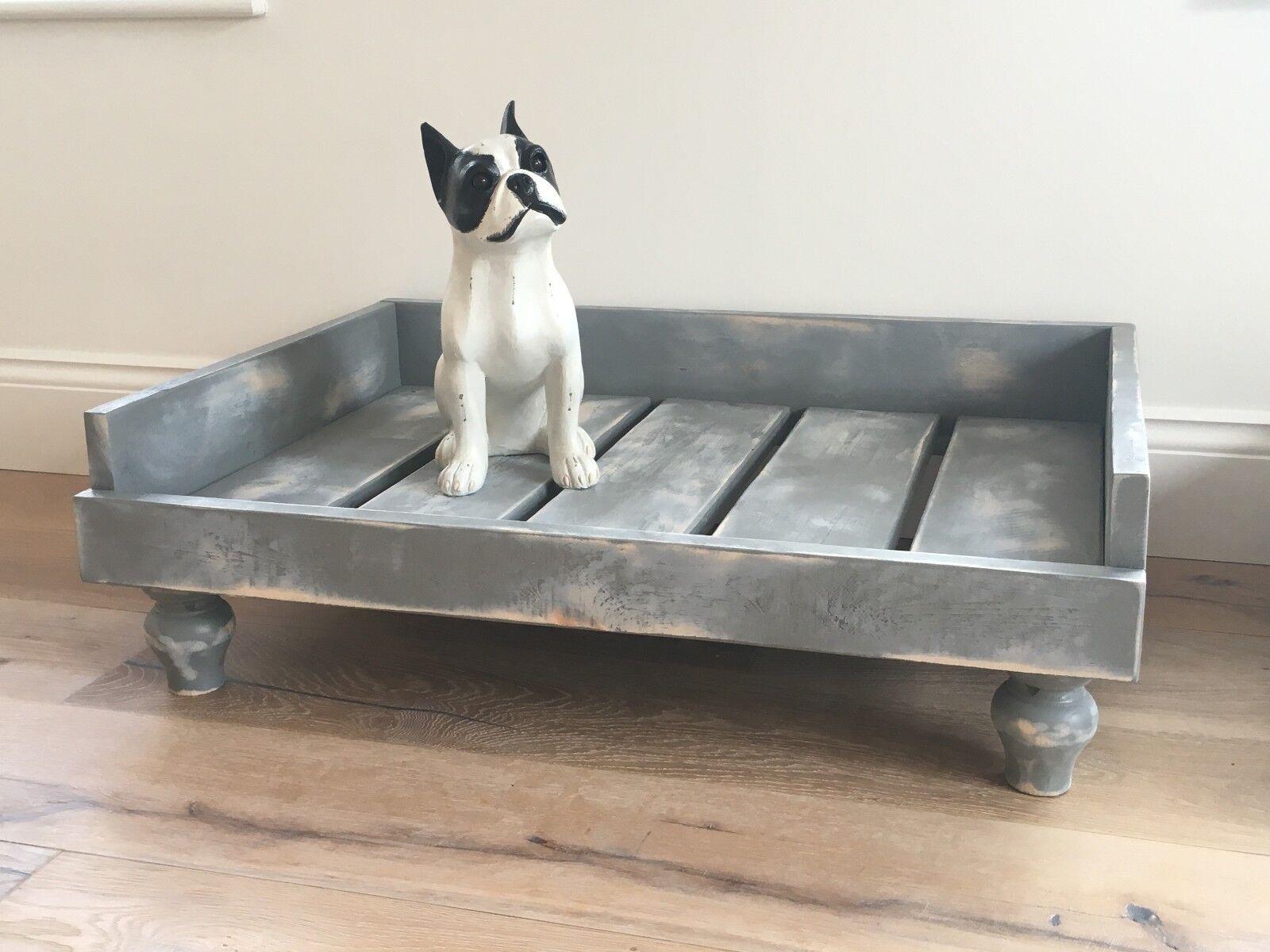 DOG BED   RAISED OFF FLOOR   ON FEET   SHABBY  C   PAINTED grau   DISTRESSED