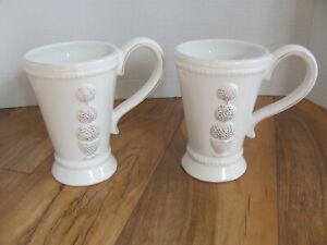 ARTEflorum-Boxwood-White-Embossed-Topiary-Set-of-2-10-oz-Mugs