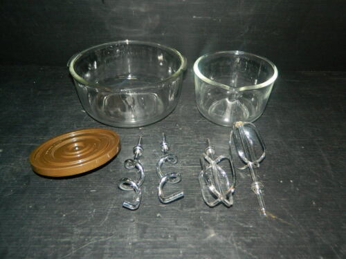 1 LARGE & 1 SMALL OSTER KITCHEN CENTER GLASS MIXING BOWL BEATERS & DOUGH HOOK