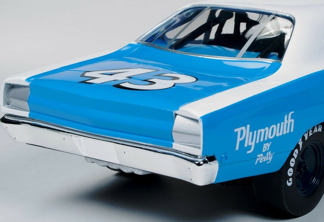 1968 Plymouth Road Runner  43 de Richard Petty 210