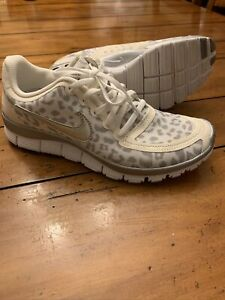 Mutilar Cartas credenciales Comiendo  Nike Free 5.0 Women's sz 8 White Cheetah Leopard Print RARE Running Shoe |  eBay