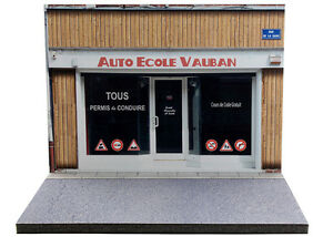 Diorama-presentoir-Auto-Ecole-Vauban-1-43eme-43-2-A-A-084