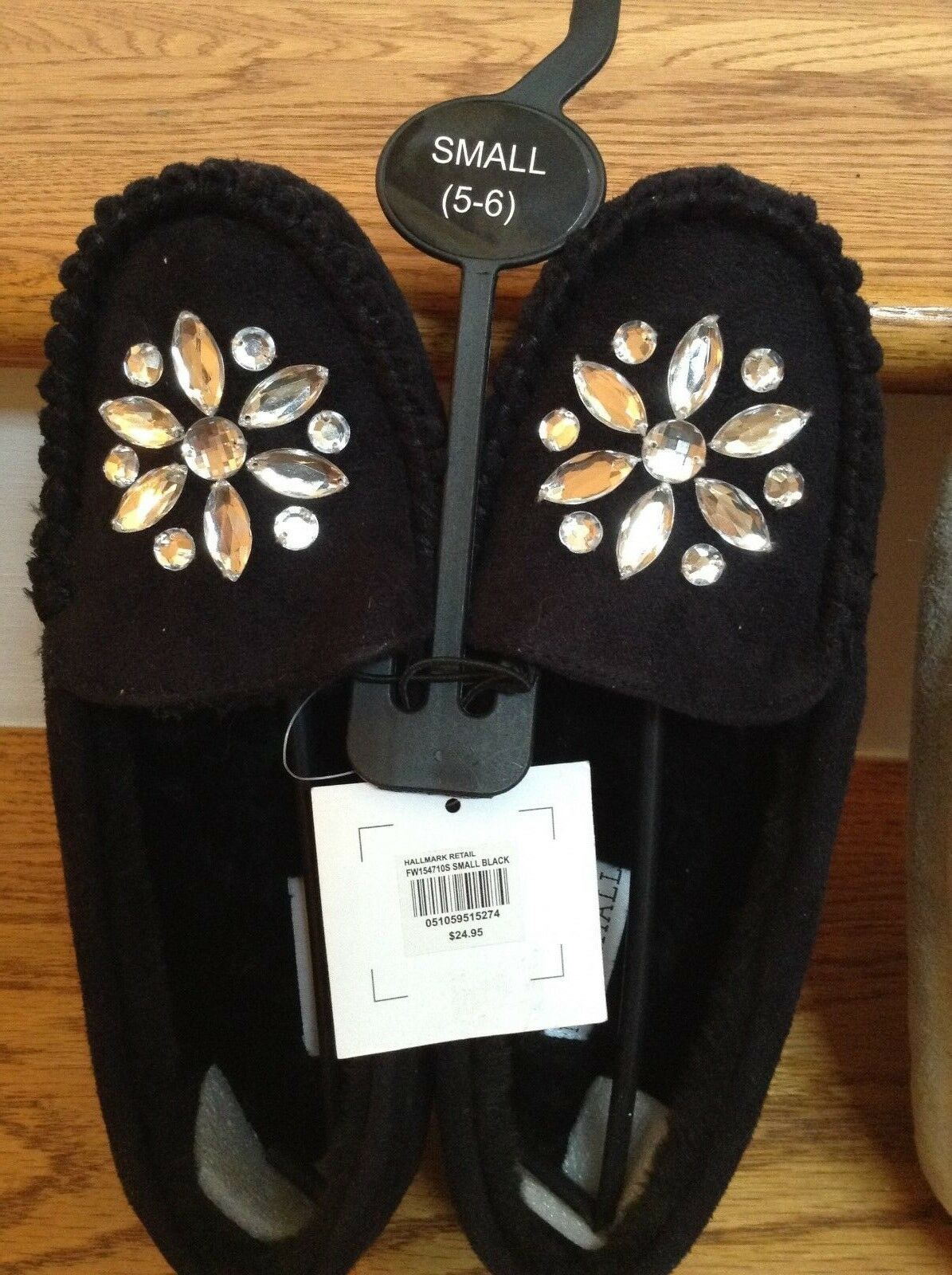 Woman's Bedroom Slippers Moccasins Size 5/6 Faux Fur Lining w/ Beads Black PLUSH