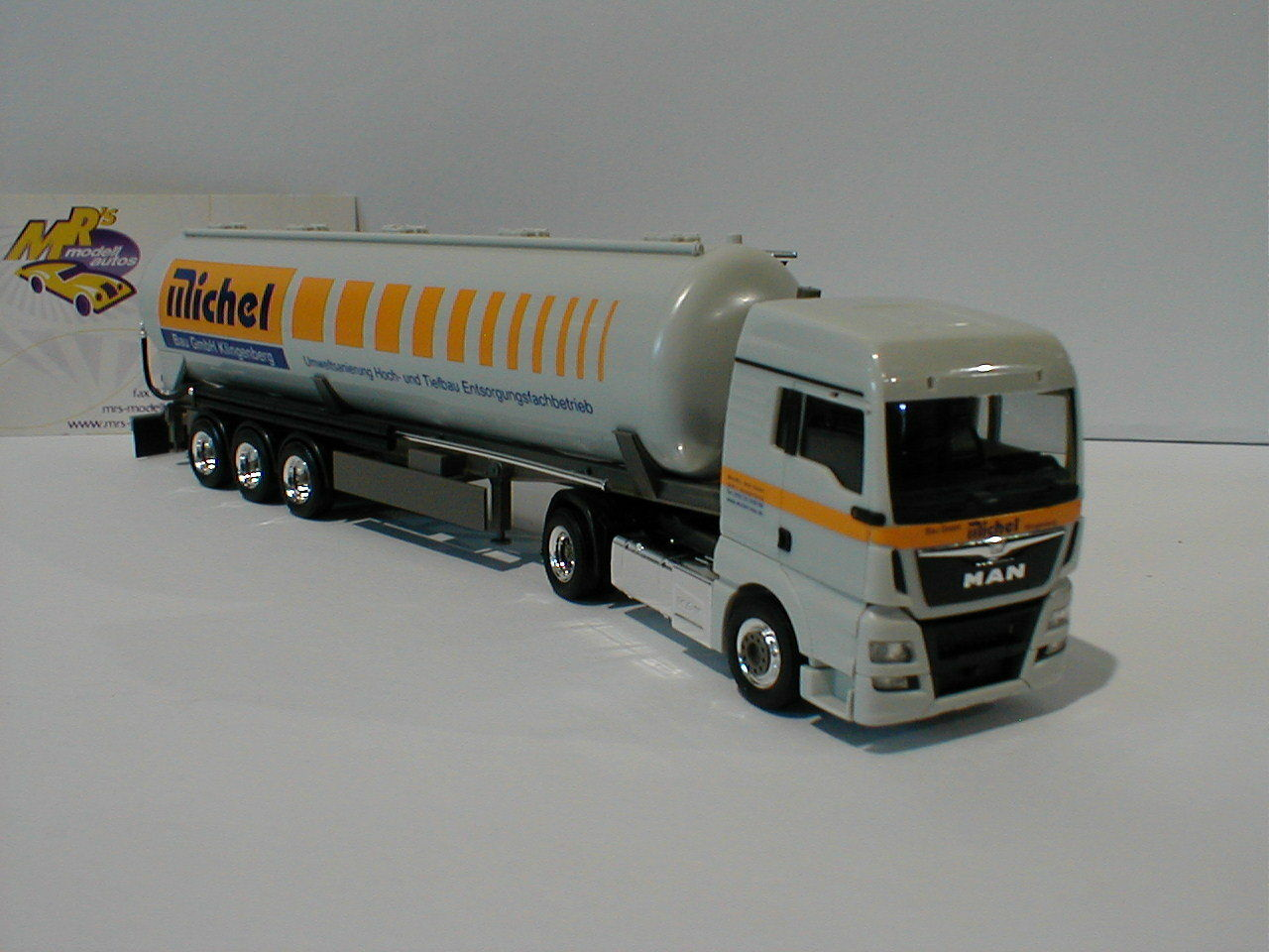 Herpa 929127 MAN TGX XLX Silo-Articulated  michelbau  in Light Grey 1 87 NEW