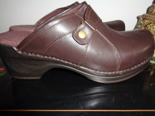 SANITA BROWN LEATHER DAISY DIEDRE  38 7 7.5M CLOGS NEW WITHOUT BOX
