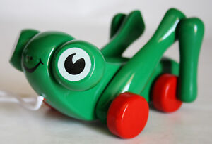 VERY RARE VINTAGE KOUVALIAS GREEN FROG WOODEN GREEK PULL TOY GREECE NEW !