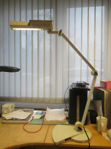Waldmann-OTE-118-Tischlampe-mit-Standfuss-K495