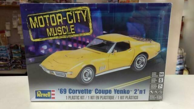 Revell Monogram 1:25 /'69 Corvette Coupe Yenko Car Model Kit