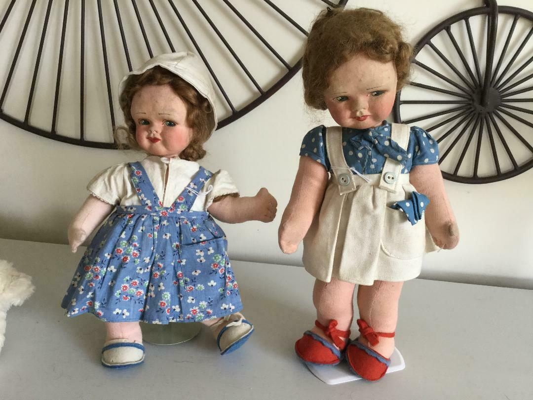 Par de muñecas encantadoras de Tela, 12  de alto, condición Inmaculada,