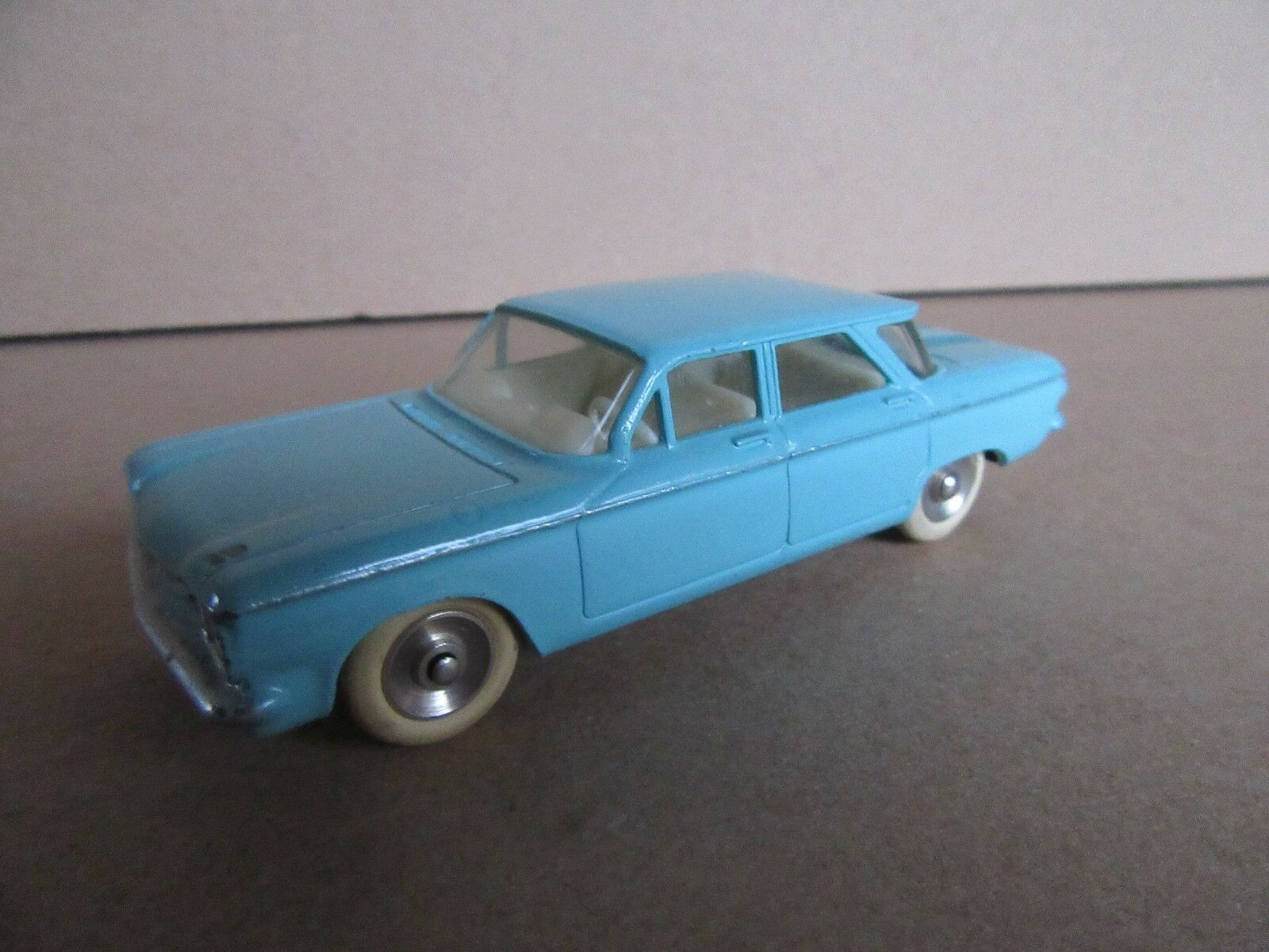 230 H Vintage DINKY 552 CHEVROLET CORVAIR MECCANO 1 43