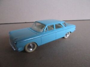 230-H-Vintage-DINKY-552-CHEVROLET-CORVAIR-MECCANO-1-43