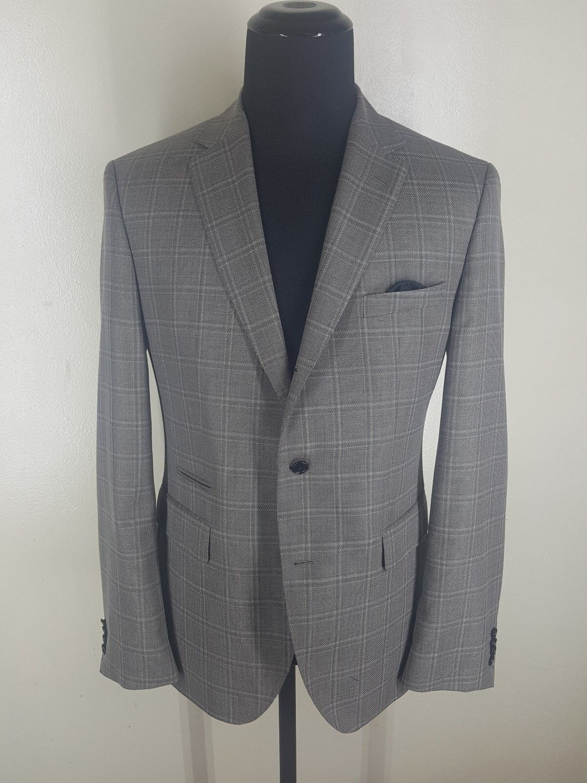 HUGO BOSS Plaid Sport Coat  3 Btn Side Vents Super 130's Wool    Fit 42 -44 Reg