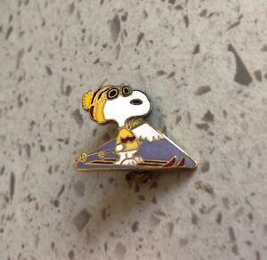 SKI SNOOPY Mountain Goggles Peanuts Yellow Red Beanie Hat Souvenir Lapel PIN