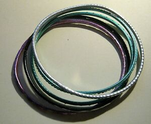 Bracelet 5x bangle style in various colours and designs approx 25 ins diameter - Newent, United Kingdom - Bracelet 5x bangle style in various colours and designs approx 25 ins diameter - Newent, United Kingdom