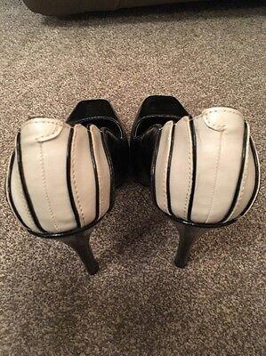 Caramelo De Pie Crema y Negro Patente Efecto Tacón Zapatos Talla UK3 EUR35.5 - en muy buena condición