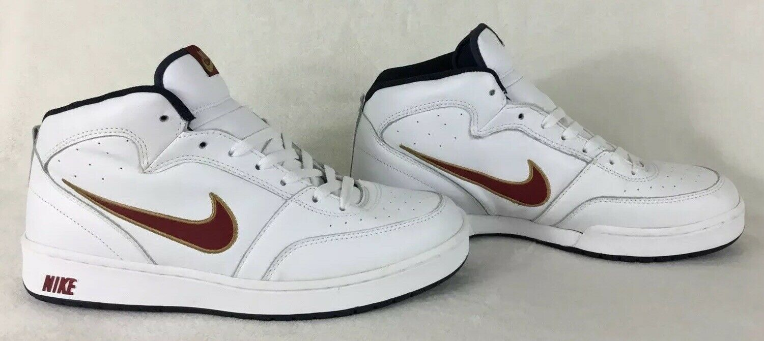 Nike Classic High Top Hi Top White Men's Size 10 Vintage Basketball shoes