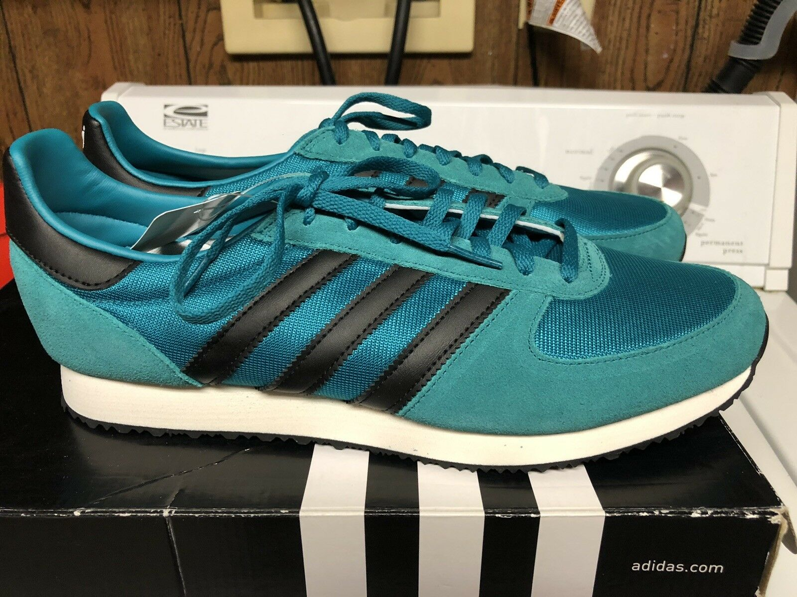 Adidas Men's Originals Classic Running shoes  Size 10D