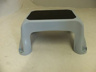RUBBERMAID STEP STOOL 4B40-00 NEW LIGHT GRAY NON-SKID SURFACE 1840458 & step stool collection on eBay! islam-shia.org