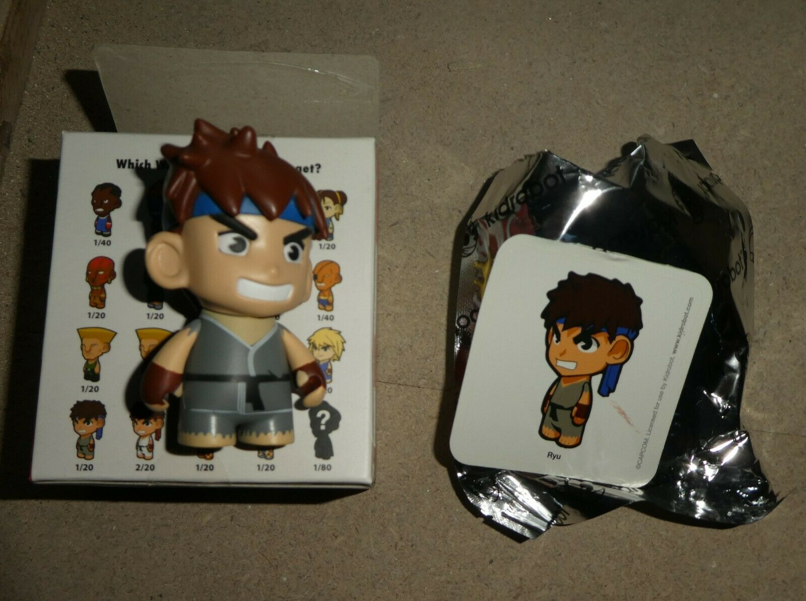 Kidrobot Mini figure Street Fighter  Ryu variant Grey Boxed Boxed Boxed complete new 97648f