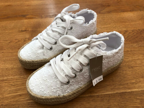 BNWT NEXT Girls White Broderie Anglaise Lace-Up Shoes//Trainers