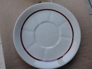lot de 11 coupelles ou sous tasses - France - EBay lot de 11 coupelles ou sous tasses en porcelaine avec un liseré rougebon état, pas d'ébréchure - France