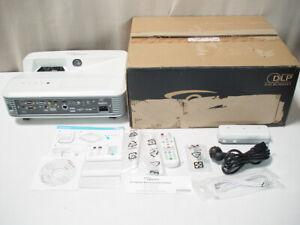 Optoma-EH319USTi-Ultra-Kurzdistanz-Projektor-Beamer-Full-HD-3500-Lumen