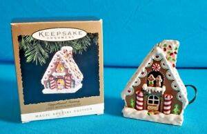 1994-Hallmark-Keepsake-Ornament-Gingerbread-Fantasy-Light-Motion-and-Music-NIB