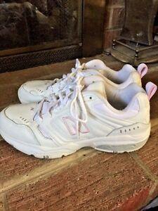 en soldes 6da0f 0d8af Details about NEW BALANCE 621 Pink & White ATHLETIC RUNNING LEATHER TENNIS  SHOES WOMENS SZ 10