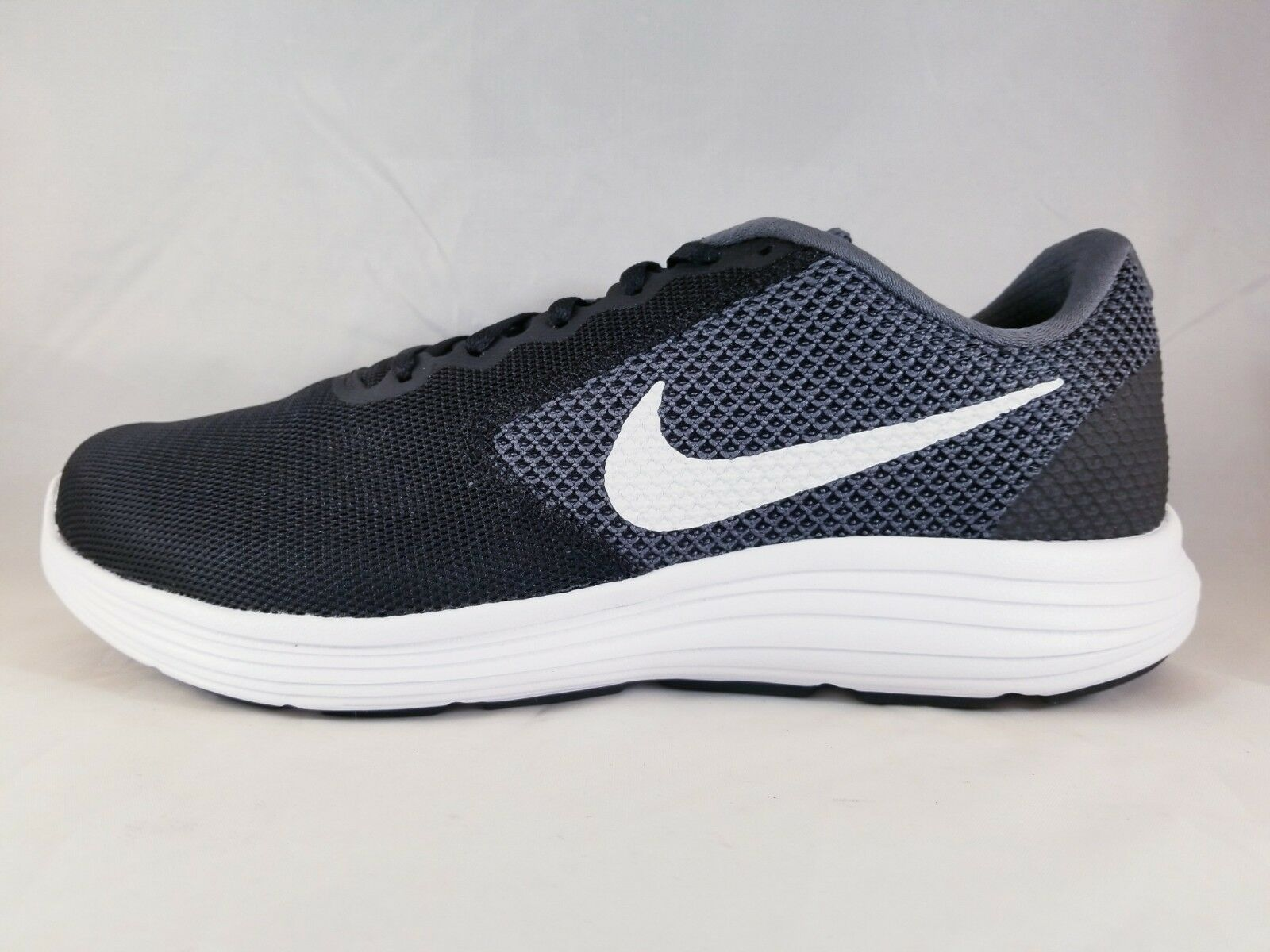 Nike Revolution 3 Shoe (4E Wide) Men's Running Shoe 3 819301 001 Size 9 89d498
