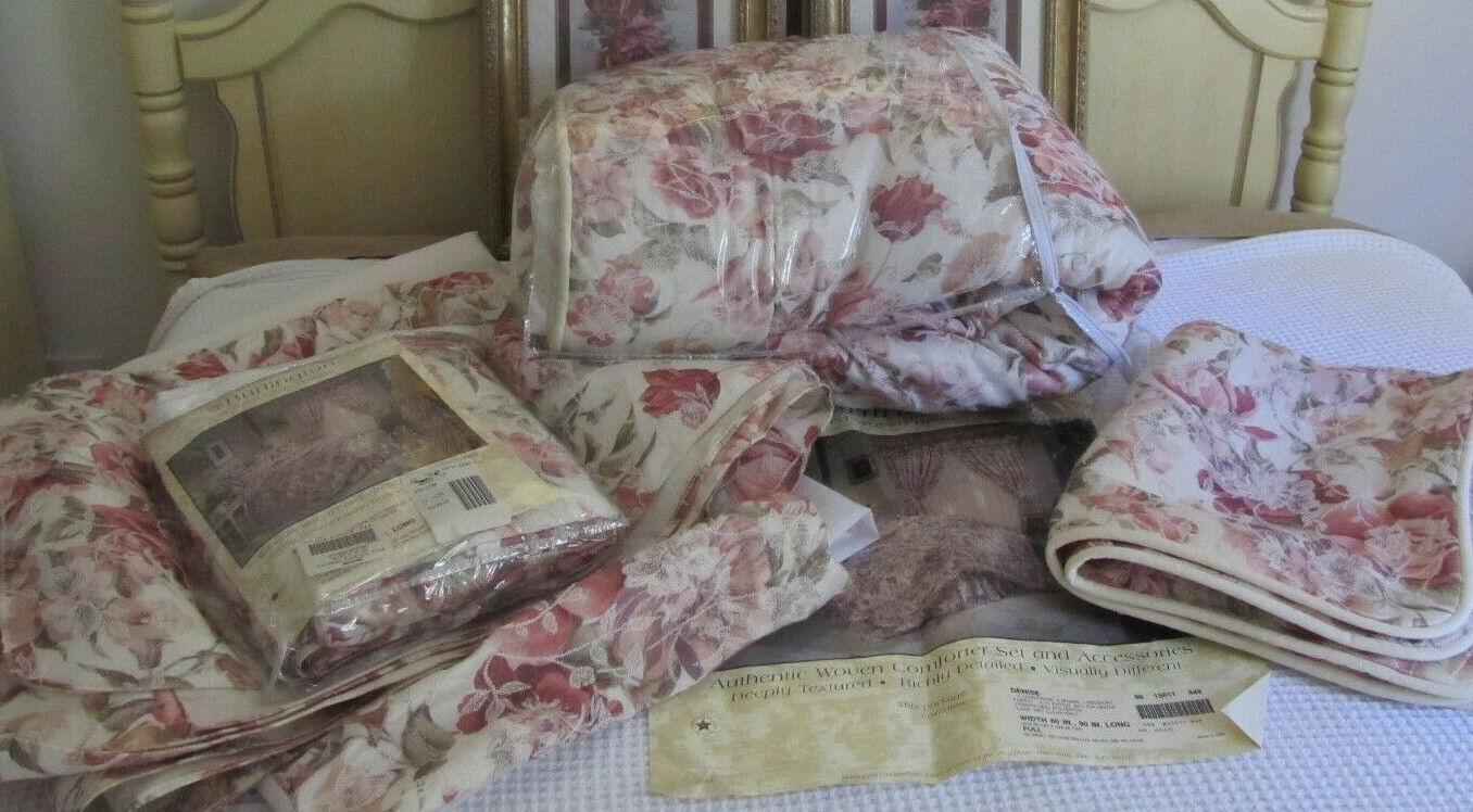 Burlington 'Denise' Textured Woven Comforter Set