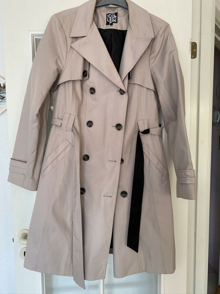Trenchcoat, str. 40, Collection