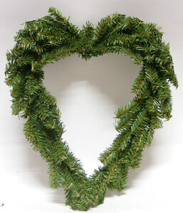 HEART-SHAPED-PINE-WREATH-CHRISTMAS-DECORATION-GREAT-FOR-ARTS-amp-CRAFTS-PROJECTS