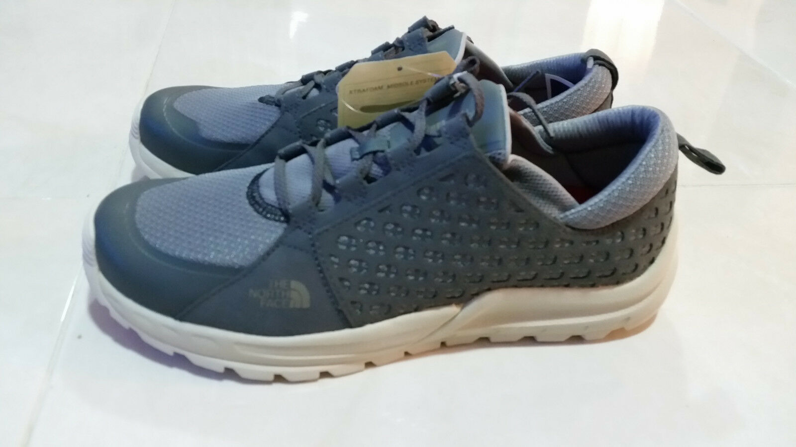 THE NORTH FACE MOUNTAIN  TRAIL  MEN'S ATHLETIC SHOES SIZE 10.5 GREY
