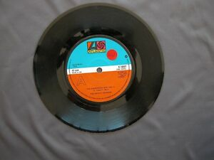 SG-7-034-45-rpm-1976-THE-DETROIT-SPINNERS-THR-RUBBERBAND-MAN-part-I-amp-II