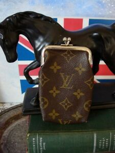 167e38405efb RARE Vintage LOUIS VUITTON Saks FC Kisslock Coin Wallet Cosmetic ...