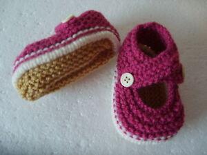 Hand Knitted Baby Chaussons-fraise Sur Crème - 0-3 Mois Bnwt-afficher Le Titre D'origine