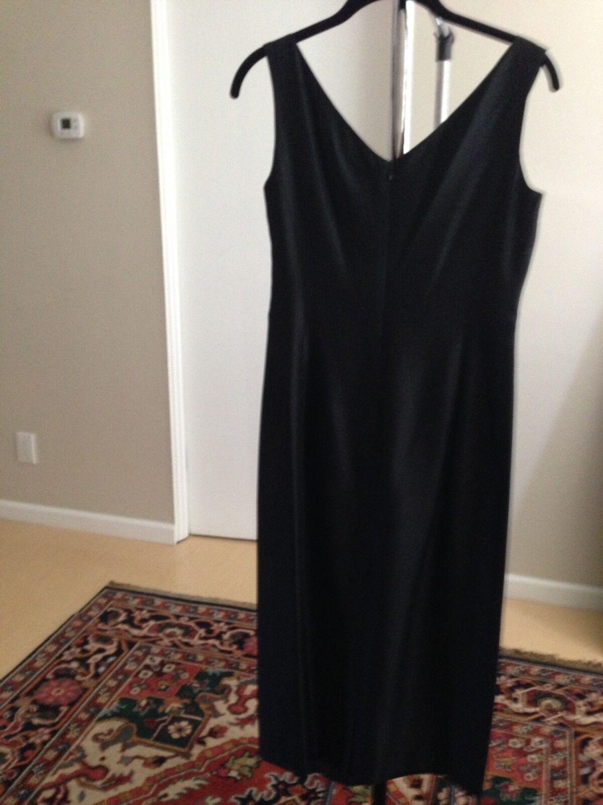 MAX MARA schwarz Silk Sleeveless Dress. Größe 6  Made In .