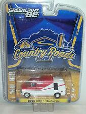 1/64 GREENLIGHT SE COUNTRY ROADS 1976 DODGE B-100 STREET VAN  WHITE & RED B11