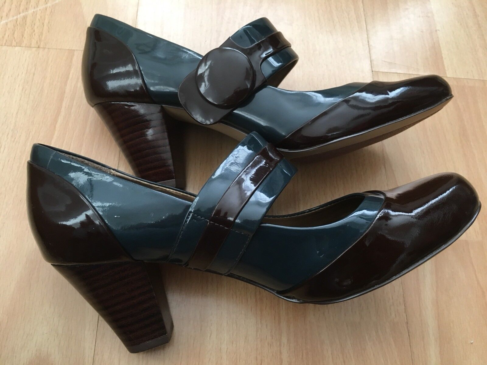 CLARKS Two Tone Patent Leather CUSHION SOFT UK 4 Mary Jane Lindy Hop shoes