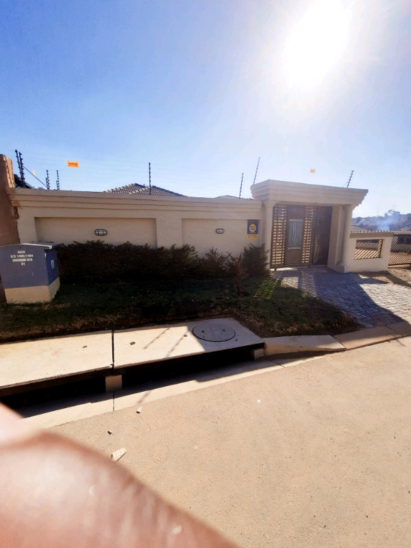 3bed house in Fourways Riverside view ext30