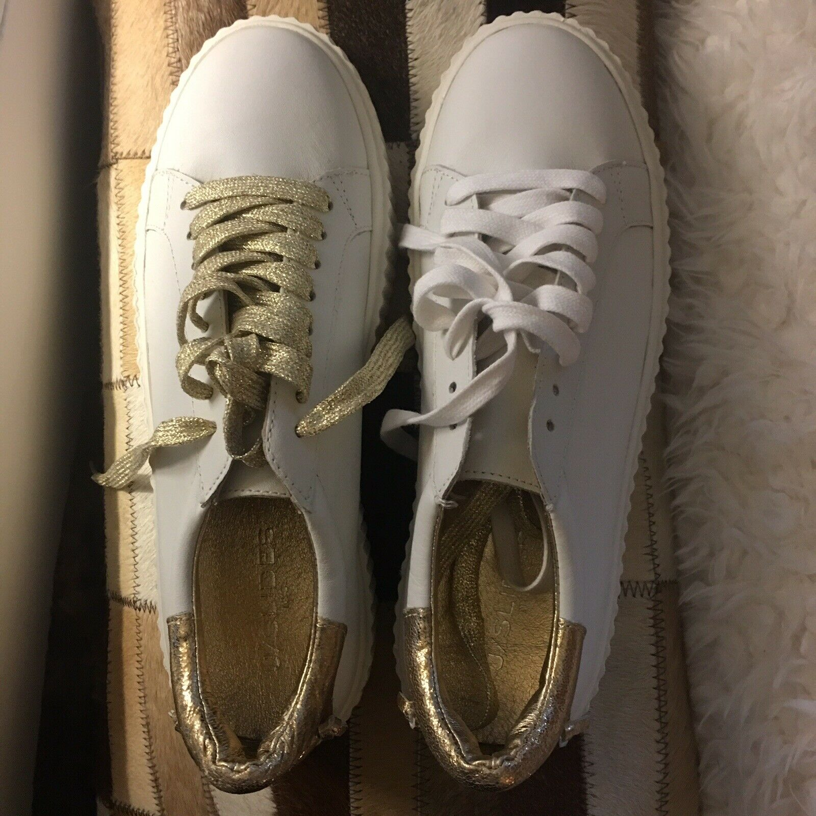 J Slides White gold Sneakers Size 8.5 With 2 Laces While & gold.. New