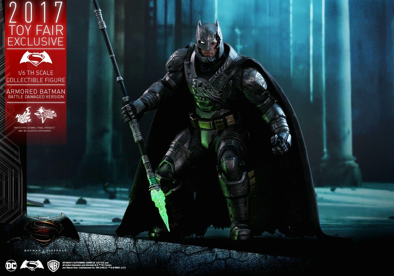 BATMAN V SUPERMAN DAWN OF JUSTICE ARMORED ( BATTLE DAMAGED  ) TOY FAIR HOT TOYS
