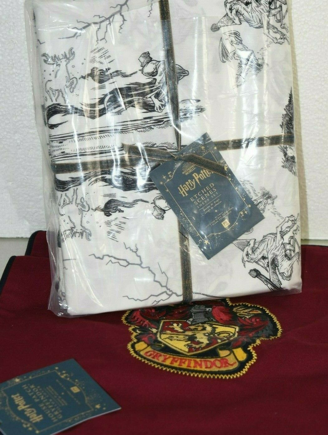 Nouveau POTTERY BARN Teen 4 pieces set harry potter Etches scènes Feuille Gryffondor Pillo