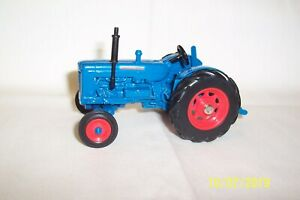 ERTL-Special-Edition-FORDSON-SUPER-MAJOR-DIESEL-TRACTOR-1-32nd-Scale