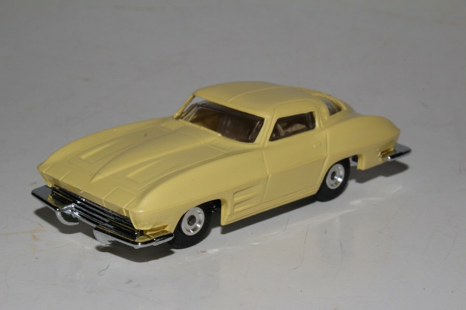 Aurora Cigar Box Coches Chevrolet Corvette Stingris-, Amarillo, Excelente, Original