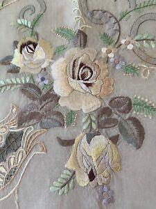 Vintage-Embroidered-Linen-Tablecloth-Cutwork-Sheer-Center-Silk-Thread-Decoration