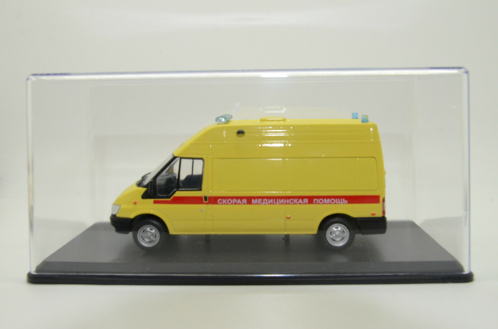 Rare    Ford Transit Russian Ambulance Custom Made 1/43 fb9650