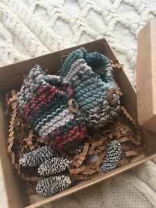 Hand-Knitted-Baby-Booties-Newborn-Gift-In-Box